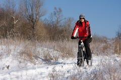 Donna sulla bicicletta Fotografie Stock