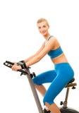 Donna sulla bicicletta di esercitazione Immagini Stock