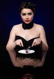 Donna sulla dieta di riduzione fotografia stock