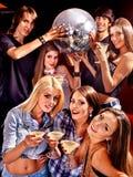 Donna sulla discoteca nel randello di notte Fotografie Stock