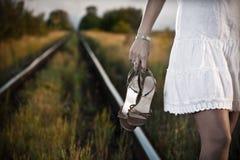 Donna sulla ferrovia Fotografia Stock Libera da Diritti
