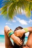 Donna sulla festa tropicale fotografia stock