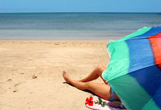 Donna sulla spiaggia Fotografie Stock Libere da Diritti