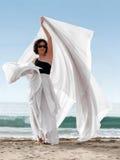 Donna sulla spiaggia fotografie stock