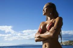 Donna sulla spiaggia del Maui Fotografia Stock Libera da Diritti