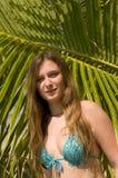 Donna sulla spiaggia esotica Immagine Stock