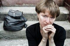Donna sulle scale Fotografia Stock Libera da Diritti