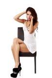 Donna sveglia e sexy in biancheria isolata su bianco Immagini Stock