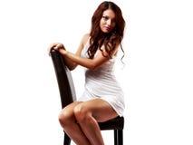 Donna sveglia e sexy in biancheria isolata su bianco Fotografia Stock