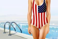 Donna in swimwear come la bandiera americana Fotografia Stock Libera da Diritti