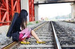 Donna tailandese del ritratto al treno ferroviario Bangkok Tailandia Immagini Stock Libere da Diritti
