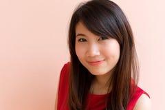 Donna tailandese dell'Asia di sorriso fotografia stock libera da diritti