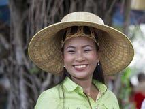 Donna tailandese durante il festival di luna di colore di Phangan, Tailandia del ritratto Immagine Stock