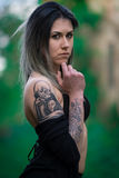 Donna tatuaata Fotografia Stock Libera da Diritti