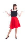 Donna tedesca divertente in dirndl bavarese tipico del vestito Immagine Stock