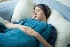 Donna triste con cancro Immagine Stock