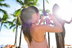 Donna turistica di Waikiki a Honolulu su Oahu Hawai immagini stock
