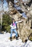 Donna turistica in un'alta montagna di inverno Fotografia Stock