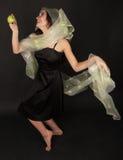 Donna Two-faced con il dancing verde della mela Immagine Stock