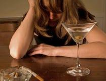 Donna ubriaca che grida, da solo Fotografia Stock Libera da Diritti