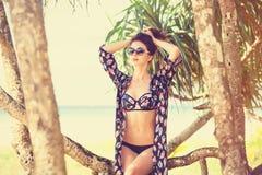 Donna in un bikini fotografie stock libere da diritti