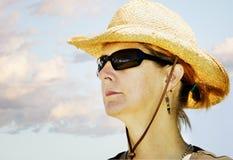 Donna in un cappello del cowboy Fotografia Stock
