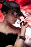 Donna in un cappello nero Fotografie Stock Libere da Diritti