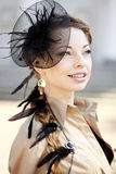 Donna in un retro stile nella città Fotografie Stock