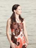 Donna in un vestito alla moda Fotografia Stock Libera da Diritti