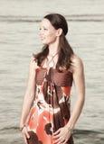 Donna in un vestito alla moda Fotografia Stock
