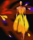 Donna in un vestito giallo Fotografia Stock Libera da Diritti