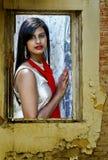 Donna in una finestra Fotografia Stock