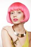 Donna in una parrucca Fotografie Stock Libere da Diritti