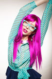 Donna in una parrucca Fotografia Stock