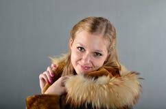 Donna in una pelliccia Fotografia Stock Libera da Diritti