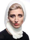 Donna in una sciarpa Immagini Stock
