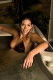 Donna in vasca calda Immagini Stock