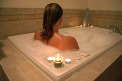 Donna in vasca da bagno Fotografia Stock