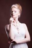 Donna vestita nello stile d'annata Fotografia Stock