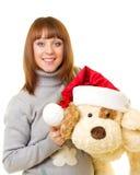Donna in vestiti del Babbo Natale con il cane di giocattolo Immagini Stock Libere da Diritti