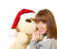 Donna in vestiti del Babbo Natale con il cane di giocattolo Fotografia Stock Libera da Diritti