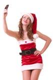 Donna in vestiti del Babbo Natale con il telefono Fotografia Stock