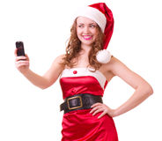 Donna in vestiti del Babbo Natale con il telefono Immagini Stock