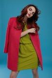 Donna in vestiti di modo Bello In Stylish Clothing di modello Fotografia Stock