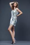 Donna in vestito d'argento fotografie stock libere da diritti