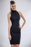 Donna in vestito da cocktail fotografie stock libere da diritti