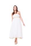 Donna in vestito lungo barefoot Isolato su priorità bassa bianca immagini stock
