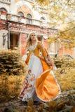 Donna in vestito medioevale Fotografie Stock Libere da Diritti