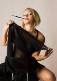 Donna in vestito nero fotografie stock