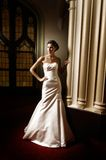 Donna in vestito nuziale Fotografia Stock